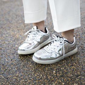 La chaussure argentée