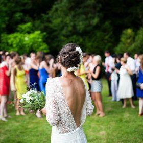 Comment porter des ballerines à un mariage