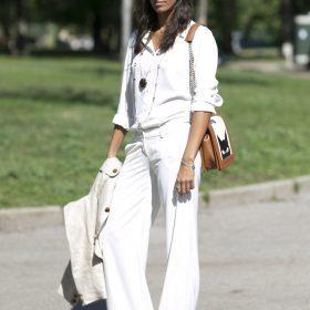 Porter le pantalon blanc pour différentes occasion