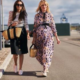 Robe longue et baskets: un look confortable pour cet automne