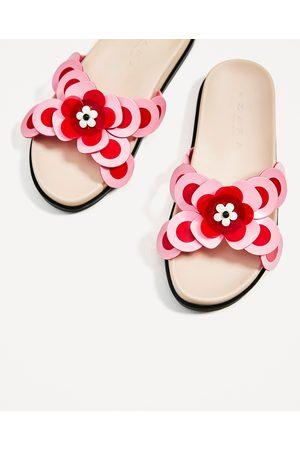 meilleur endroit pour divers design spécial chaussure CHAUSSURES TYPE CLAQUETTES AVEC DÉTAILS BICOLORES