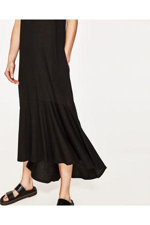Femme Robes asymétriques - Zara ROBE LONGUE AVEC VOLANT ASYMÉTRIQUE - Disponible en d'autres coloris