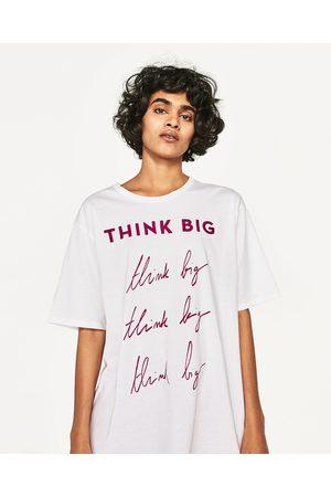 Femme T-shirts - Zara T-SHIRT À INSCRIPTION BRODÉE - Disponible en d'autres coloris