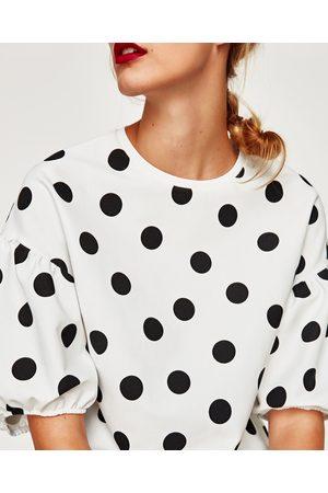 Zara T-SHIRT À POIS ET MANCHES BOUFFANTES - Disponible en d'autres coloris