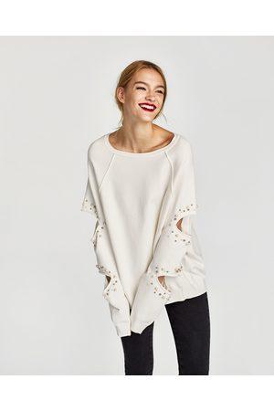Zara SWEAT AVEC PERLES À OUVERTURES - Disponible en d'autres coloris