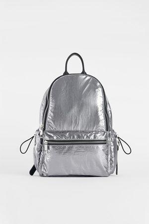 acheter sacs dos femme de couleur argent en ligne. Black Bedroom Furniture Sets. Home Design Ideas