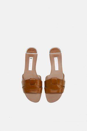 À Chaussures Entrecroisées Style Claquettes En Brides vmnwy8ON0
