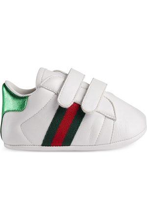 Gucci Baskets Ace pour bébé en cuir avec bande Web