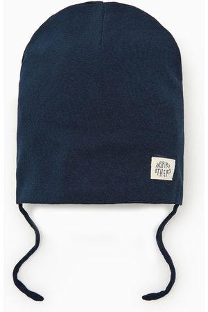 Zara Bonnet avec étiquette inspire