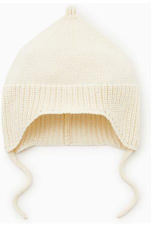 Zara Bonnet en maille à lacets