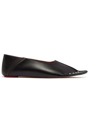 Marni Chaussures plates en cuir à clous et talon pliable