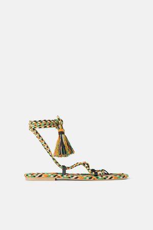 Zara Sandales plates tressées multicolores