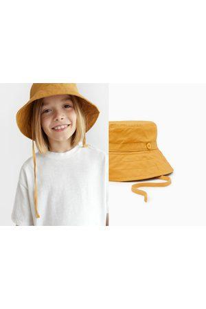 Zara Chapeau à lacets
