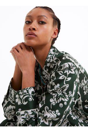 Zara Chemise à imprimé fleuri et bouton bijou