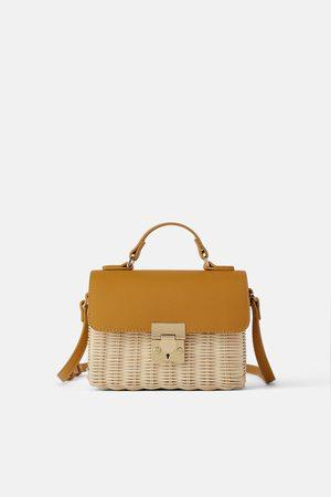 Zara Mini sac bandoulière tressé à rabat