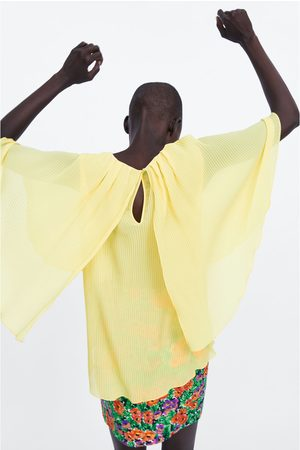 Zara Blouse plissée à manches cape
