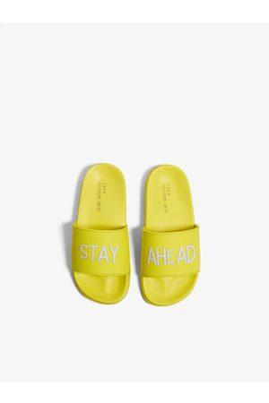 Zara Chaussures style claquettes de plage