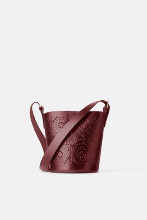 Zara Sac bandoulière cube en cuir ajouré