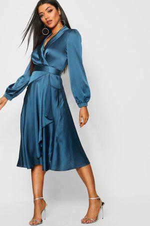 Boohoo Femme Robes de soirée - Robe Patineuse Détail Cache-Cœur Satinée