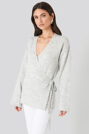 NA-KD Femme Pulls en maille - Overlap Wide Sleeve Knitted Sweater - Grey