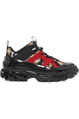 Burberry Chaussures de skate à carreaux vintage