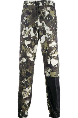 MARCELO BURLON Pantalon à imprimé camouflage