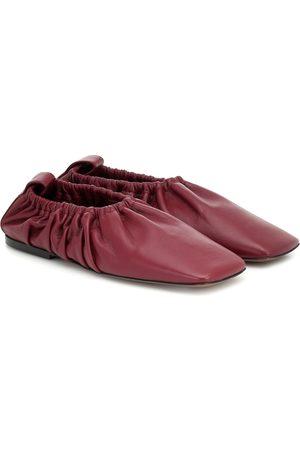 Neous Slippers Phinia en cuir