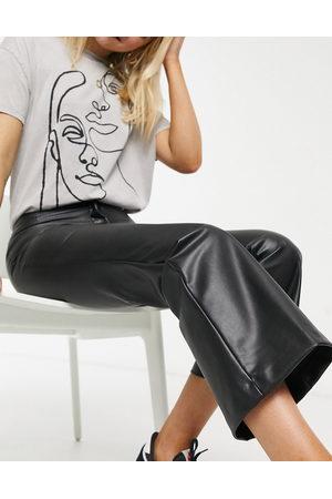 Monki Femme Pantalons en cuir - Wendy - Pantalon évasé en imitation cuir