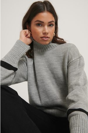 NA-KD Pull Col Montant - Grey