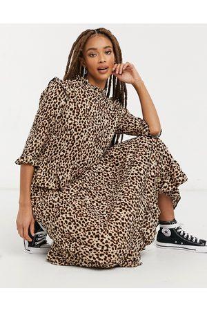 New Look Robe mi-longue à épaule volantée et imprimé animal