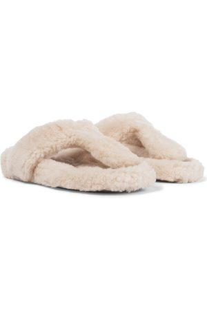 Aquazzura Mules Relax Flat Footbed en shearling