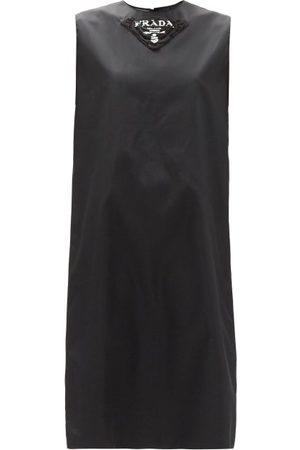 Prada Femme Robes imprimées - Robe droite en gabardine de nylon à imprimé logo