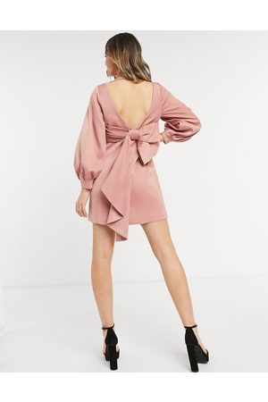Forever New Robe courte avec nœud au dos - thé