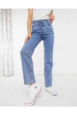 New Look Jean droit avec bouton asymétrique - moyen