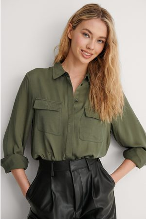 NA-KD Femme Chemisiers - Soft Double Pocket Shirt - Green