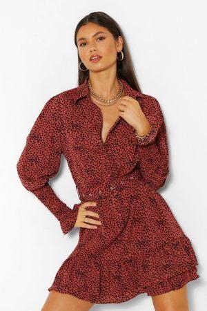 boohoo Femme Robes business - Robe Chemise Ceinturée À Pois Et À Ourlet Volanté