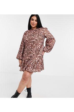 Chi Chi London Plus Robe babydoll à imprimé tigré