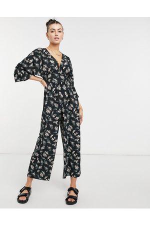 ASOS DESIGN Pull col V à manches kimono et imprimé floral foncé