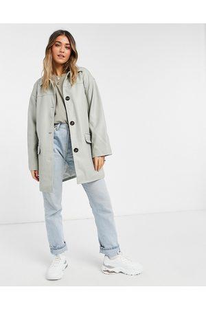 ASOS DESIGN Veste chemise oversize imitation cuir à doublure matelassée - Gris