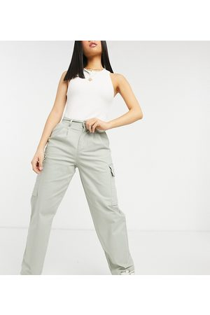 ASOS Petite Femme Cargos - ASOS DESIGN Petite - Pantalon chino plissé sur le devant avec poches cargo - Sauge