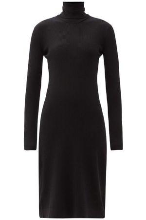 Another Tomorrow Femme Robes midi - Robe midi en laine mélangée côtelée à col roulé