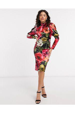Chi Chi London Robe en satin à imprimé floral