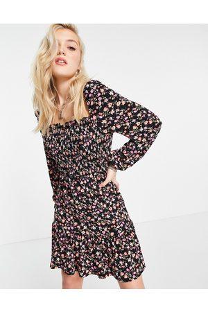Lipsy London Robe courte froncée à encolure carrée et imprimé fleuri