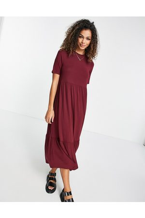ASOS Robe t-shirt mi-longue smockée à volants superposés - Bordeaux