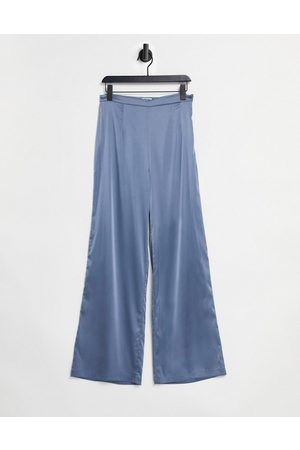 Chi Chi London Pantalon en satin avec lien