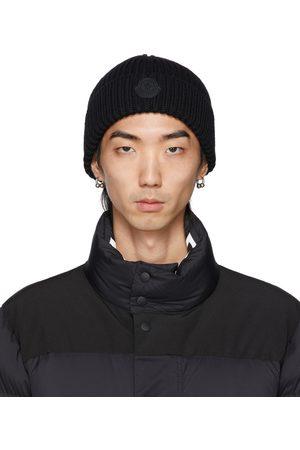 Moncler Homme Bonnets - Bonnet noir en maille côtelée de laine à logo en caoutchouc