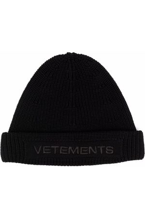 Vetements Embroidered logo chunky-knit beanie