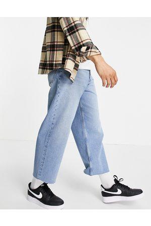 ASOS Jean large court style années 90 avec ourlet brut - Délavage moyen