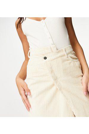Reclaimed Inspired - Mini-jupe avec taille croisée en velours côtelé - Écru