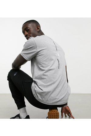 The North Face Exclusivité ASOS - T-shirt à logo vertical